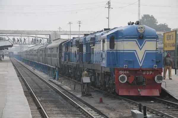 Ấn Độ: Rủ nhau lao đầu vào tàu tự tử vì thất nghiệp
