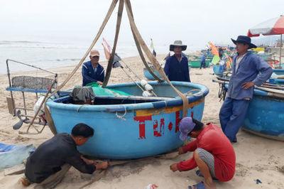 Vũng Tàu cấm tắm biển, học sinh nghỉ học tránh bão số 9