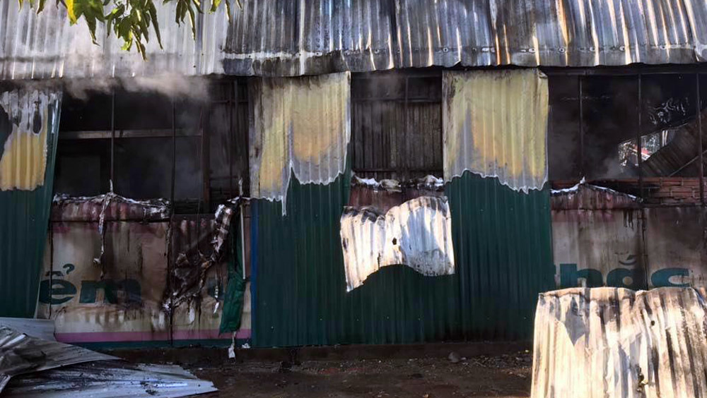 Hà Nội: Toàn bộ khu lán trại công nhân bị thiêu rụi
