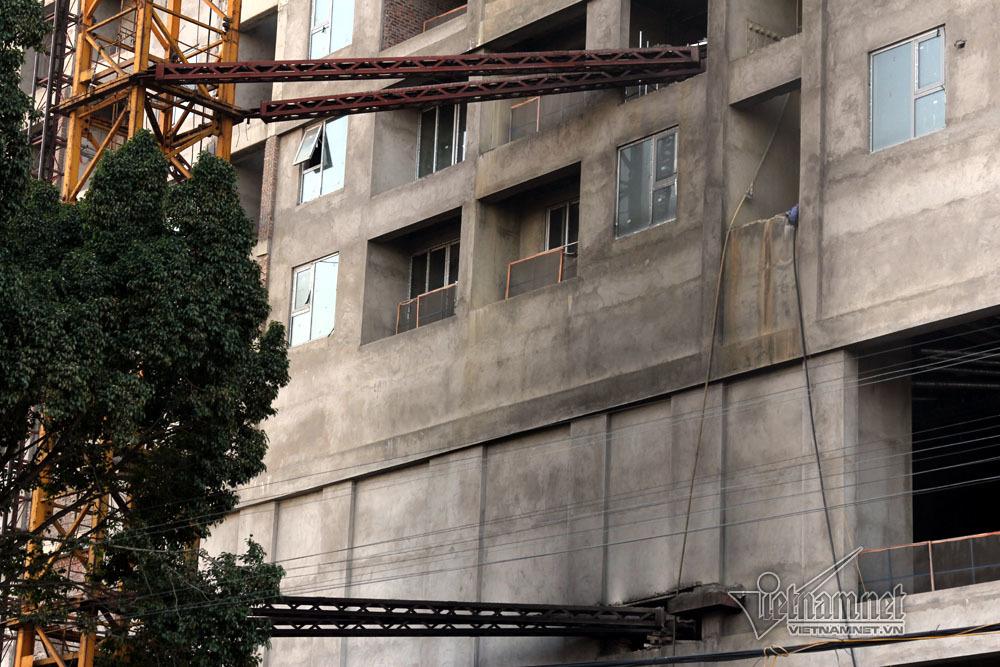 Khói đen cuồn cuộn bao trùm chung cư Hà Nội ngày Black Friday