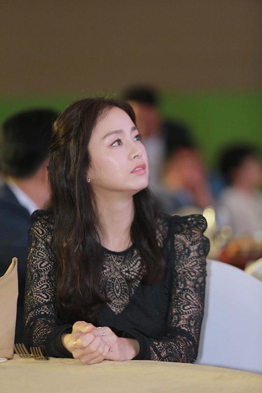 Kim Tae Hee tiếp tục thu hút ánh nhìn trong sự kiện từ thiện tại Hà Nội