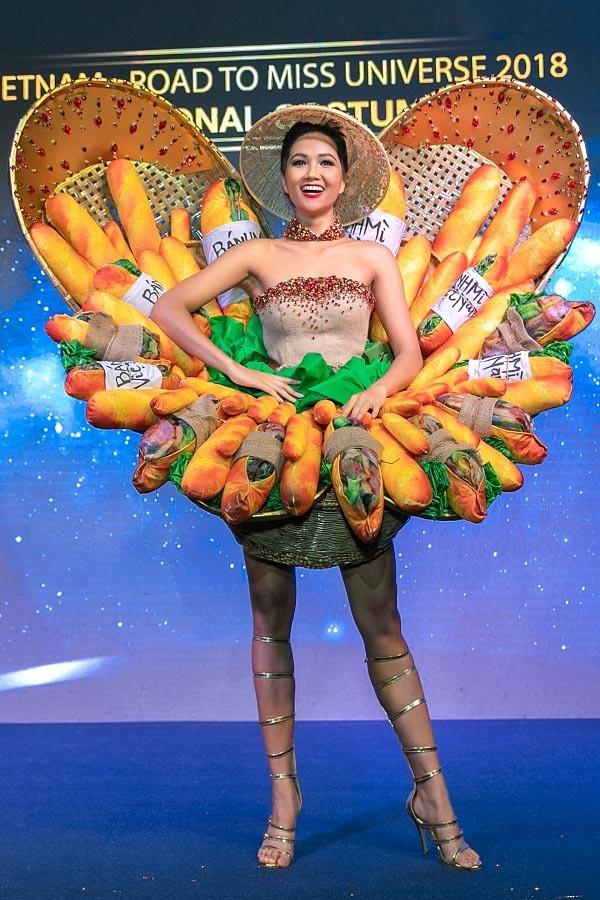 Tác giả lên tiếng về trang phục 'bánh mì' gây tranh cãi của H'Hen Niê