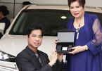 Ngọc Sơn quỳ gối khi được mẹ tặng xe 3 tỷ mừng sinh nhật tuổi 50