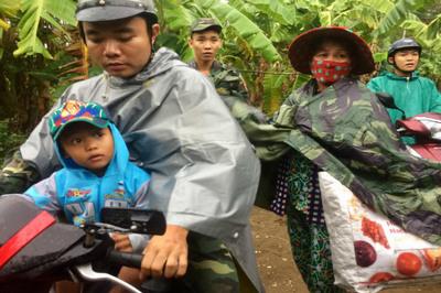 4.000 dân huyện đảo ở Sài Gòn ôm đồ đạc chạy bão số 9