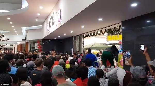 Tranh cướp mua hàng trong ngày Black Friday