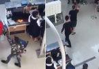 Clip sốc: Nữ nhân viên Vietjet bị nhóm thanh niên tát, đạp vào người rồi đe dọa