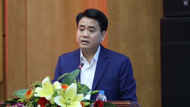Chủ tịch Hà Nội hứa đánh chuyển bớt cây hoa sữa