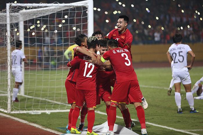 Báo Hàn: 'Tuyển Việt Nam thẳng tiến, dự gặp Philippines ở bán kết'