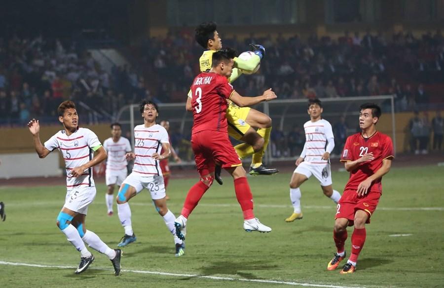 Thắng '3 sao', Việt Nam vào bán kết AFF Cup với ngôi đầu bảng