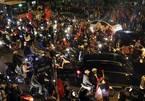 Việt Nam thắng Campuchia: Rầm rầm khắp phố, diễu hành hồ Gươm