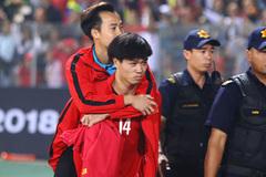 Tuyển Việt Nam xả trại, bầu Đức đưa Văn Toàn sang Hàn Quốc phẫu thuật