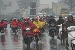 Bão số 9 suy yếu thành áp thấp nhiệt đới, Sài Gòn mưa lớn gây ngập