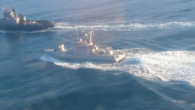 Bất chấp cảnh báo của Nga, 3 tàu hải quân Ukraina 'liều lĩnh' áp sát Crưm