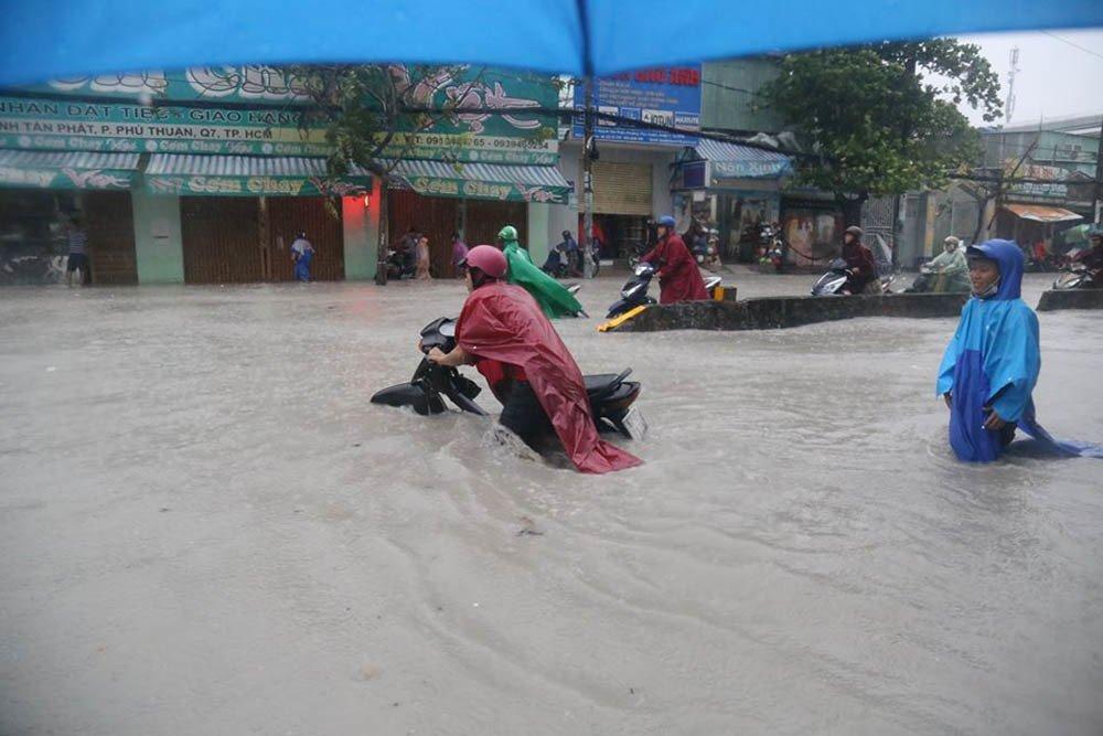 Dự báo thời tiết 26/11: Sau bão số 9, nhiều tỉnh chống chọi với mưa lũ