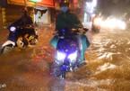 Chạy xe máy thế nào trên đường đô thị ngập nước?
