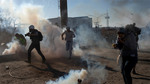 Xem lính Mỹ chặn người di cư vượt tường rào biên giới
