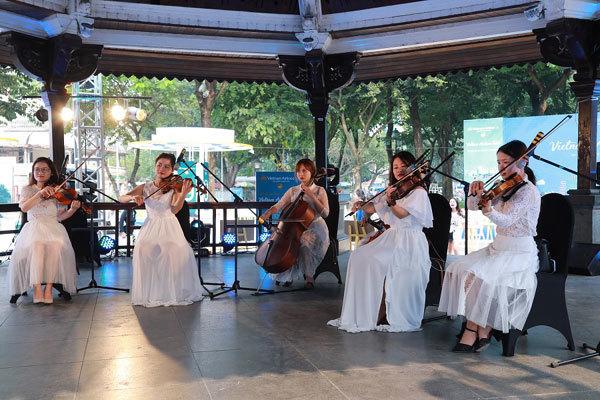 Vietnam Airlines Festa thu hút người dân Thủ đô dịp cuối tuần