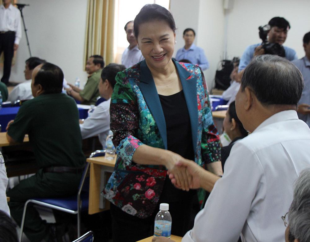 Chủ tịch QH trả lời cử tri Cần Thơ về vụ đổi 100 USD bị phạt 90 triệu đồng