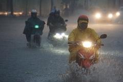 Vì sao bão số 9 gây mưa lớn kỷ lục khiến Sài Gòn ngập khắp nơi?