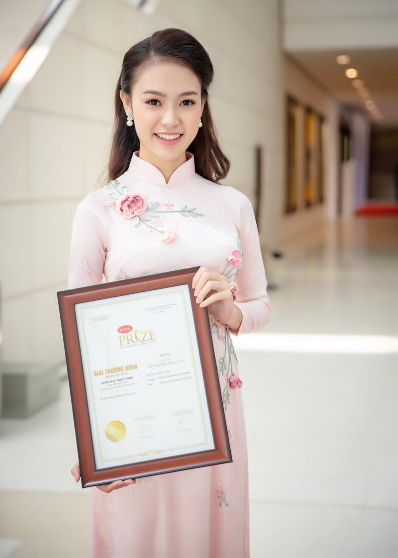 'Người đẹp truyền thông' Ngọc Vân tiếp tục nhận giải thưởng lớn
