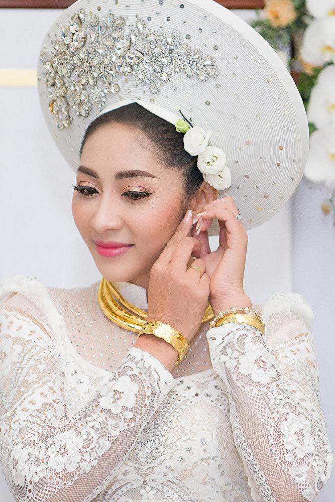 Đặng Thu Thảo đeo trang sức hồi môn gần 200 triệu ở lễ rước dâu