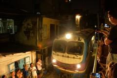 Xóm cà phê phố đường tàu mê hoặc khách Tây tại Hà Nội