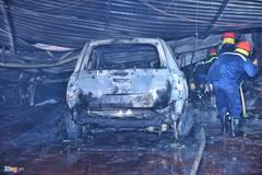 Hàng loạt xế hộp trơ khung sau vụ hỏa hoạn tại gara ô tô