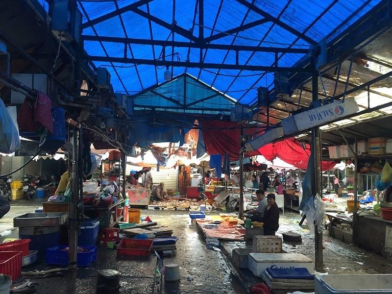 Hiếm thấy: Đỏ mắt tìm rau muống khắp chợ Sài Gòn không ra