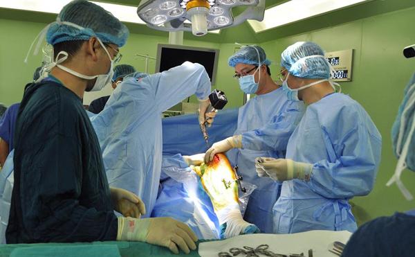 Ứng dụng robot vào phẫu thuật: Đột phá của ngành y