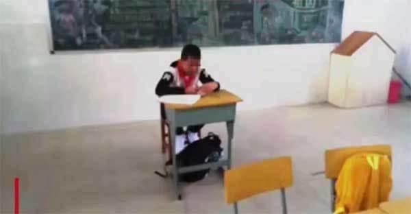 Cậu bé bị giáo viên ghẻ lạnh vì sợ lây ung thư