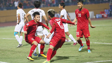 Quang Hải gây sốt với khả năng chuyền bóng cực đỉnh ở AFF Cup