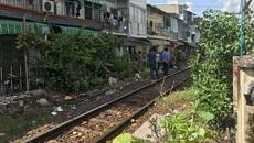 Chui hàng rào đường sắt, người đàn ông bị tàu tông chết thảm
