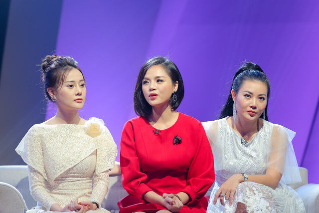 Ba 'mỹ nhân động Thiên Thai' chất vấn mẹ đẻ 'Quỳnh búp bê'