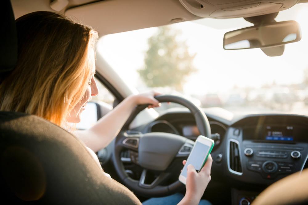 dùng điện thoại khi lái xe,tai nạn giao thông