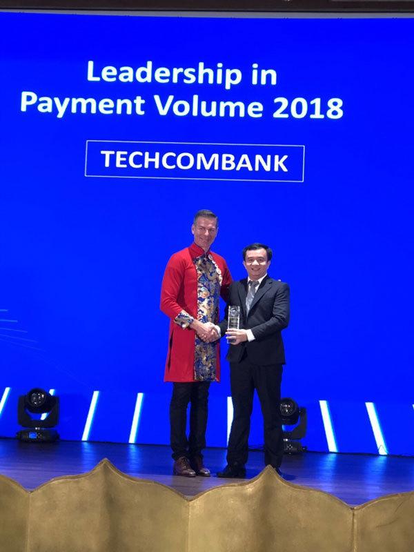 Techcombank dẫn đầu thị trường về doanh số sử dụng thẻ visa