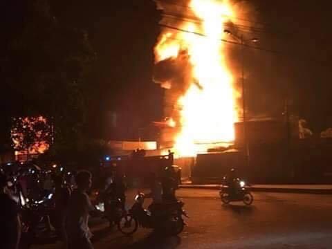 Nha Trang: Cháy nổ lớn ở bãi chứa xe bồn, nhiều người tháo chạy