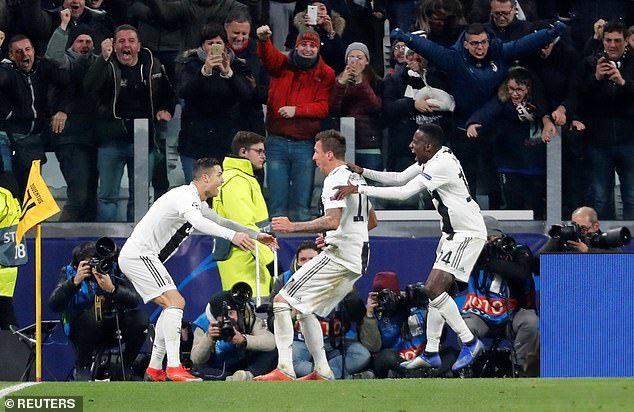 Ronaldo kiến tạo, Juventus sớm có vé vào vòng 1/8