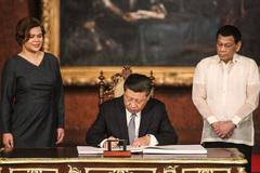 """Chính sách """"mua láng giềng gần"""" của ông Duterte"""