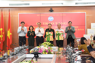 Bộ TT&TT tặng 3.000 block lịch cho Bộ Tư Lệnh Hải Quân và Bộ đội Biên phòng