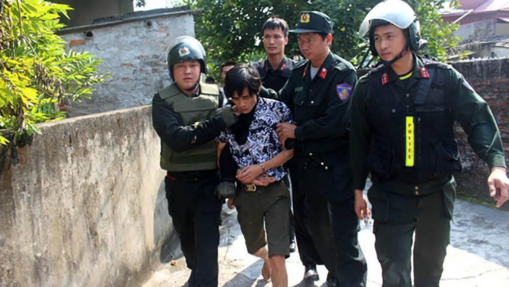 Hải Dương: Bé gái 3 tuổi bị khống chế 5 tiếng trong nhà tắm