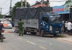 Tông vào xe tải đang lùi, 2 người thương vong ở Sài Gòn
