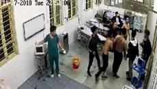 Chục tay xăm trổ truy sát bệnh nhân, khởi tố vụ án, bắt 1 đối tượng