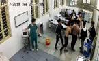 Chục tay xăm trổ truy sát bệnh nhân trong phòng cấp cứu