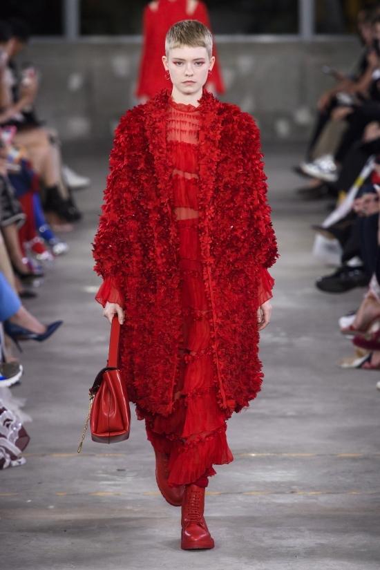 Con gái Cindy Crawford nổi bật trong show của Valentino