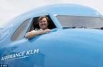 Vua Hà Lan làm phi công lái Boeing