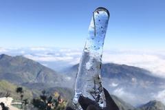 Kỳ ảo băng giá, đỉnh Fansipan đông cứng suốt 2 ngày
