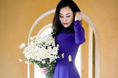 MC Nguyệt Ánh mê mẩn mùa hoa Hà Nội
