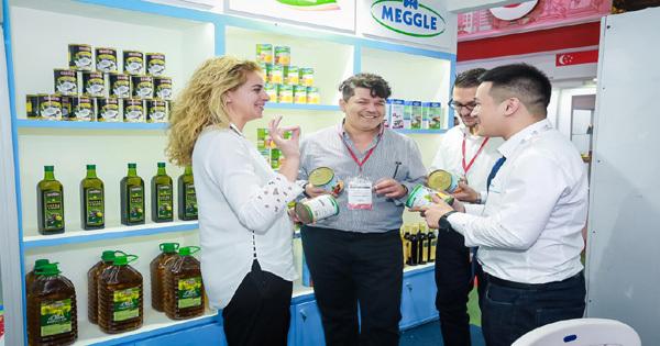 Các sản phẩm sữa cao cấp tại Food & Hotel 2018