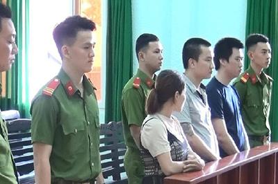 Tông xe CSGT, nhóm buôn thuốc lá lậu lãnh hàng chục năm tù