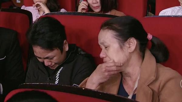 Chàng trai 15 tuổi sống lại từ tim người xa lạ khóc nức nở mong gặp ân nhân